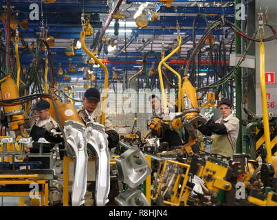 Izhevsk, Russia. 14th Dec, 2018. IZHEVSK, RUSSIA - DECEMBER 15, 2018: Assembling facility at a Lada car factory, part of Avtovaz. Alyona Selezneva/TASS Credit: ITAR-TASS News Agency/Alamy Live News - Stock Photo