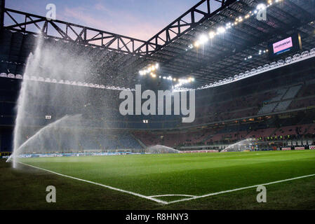 Milan, Italy. 15th Dec 2018. A general view of the stadium at sunset before the Serie A football match, Inter Milan vs Udinese Calcio at San Siro Meazza Stadium in Milan, Italy on 15 December 2018 Credit: Piero Cruciatti/Alamy Live News - Stock Photo