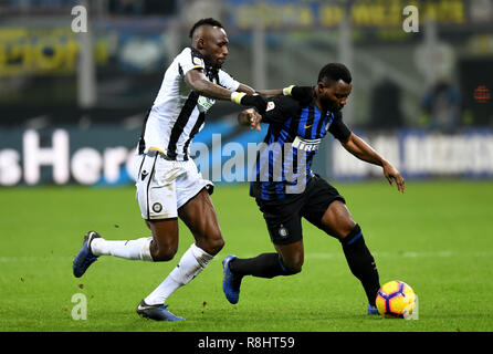 Milan, Italy. 15th Dec, 2018. Inter Milan's Kwanko Asamoah (R) vies with Udinese's Seko Fofana during the Serie A soccer match between Inter Milan and Udinese in Milan, Italy, Dec. 15, 2018. Inter Milan won 1-0. Credit: Augusto Casasoli/Xinhua/Alamy Live News - Stock Photo