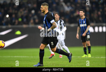 Milan, Italy. 15th Dec, 2018. Inter Milan's Mauro Icardi scores a penalty kick during the Serie A soccer match between Inter Milan and Udinese in Milan, Italy, Dec. 15, 2018. Inter Milan won 1-0. Credit: Augusto Casasoli/Xinhua/Alamy Live News - Stock Photo