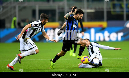Milan, Italy. 15th Dec, 2018. Inter Milan's Matteo Politano (C) breaks through during the Serie A soccer match between Inter Milan and Udinese in Milan, Italy, Dec. 15, 2018. Inter Milan won 1-0. Credit: Augusto Casasoli/Xinhua/Alamy Live News - Stock Photo