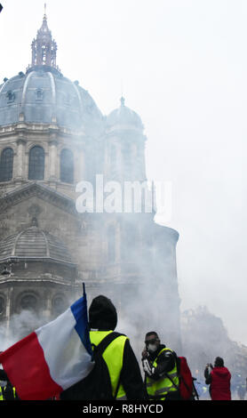 Paris, France. 8th Dec, 2018. Protesters clash with police in Paris, France, on Dec. 8, 2018. Credit: Li Genxing/Xinhua/Alamy Live News - Stock Photo
