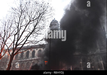 Paris, France. 8th Dec, 2018. Heavy smoke rises as protesters clash with police in Paris, France, on Dec. 8, 2018. Credit: Li Genxing/Xinhua/Alamy Live News - Stock Photo