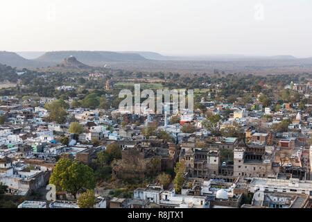India, Madhya Pradesh, Chanderi, view on the town from Chanderi Fort ramparts (Kirti Durg) - Stock Photo