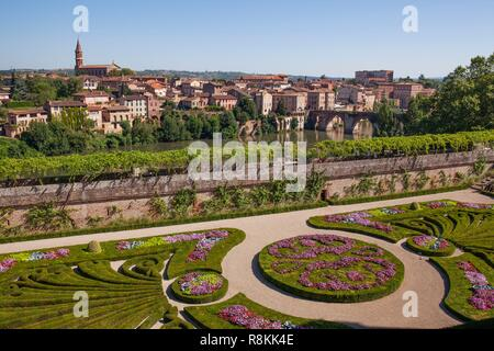 France, Tarn, Albi, the episcopal city, listed as World Heritage by UNESCO, Palais de Berbie, gardens and french flowerbeds 17th century - Stock Photo