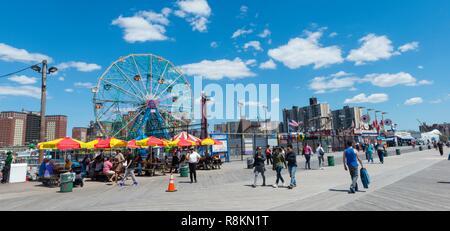 United States, New York, Brooklyn, Coney Island, Brighton beach, Luna Park, funfair along the wooden boardwalk - Stock Photo