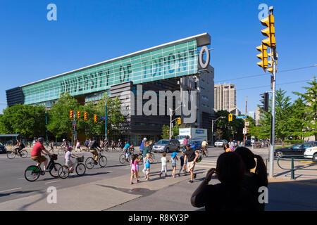 Canada, Province of Ontario, City of Toronto, Harbord Street Crossing and Spadina Avenue, University of Toronto - Stock Photo