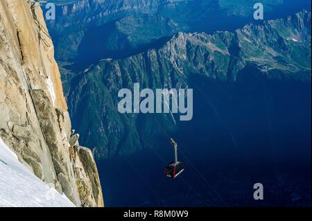 France, Haute-Savoie, Chamonix-Mont-Blanc, arrival at the summit station of the Aiguille du Midi cable car, with Aiguilles Rouges in the backdrop - Stock Photo