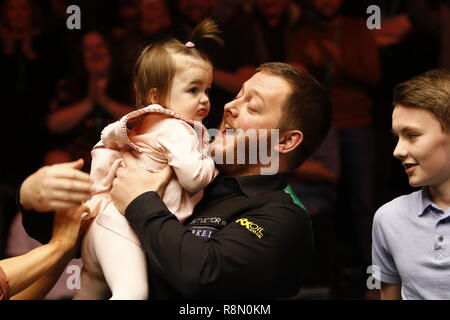 Glasgow, Scotland, UK. 16th Dec, 2018. Betvictor Home Nations Series Scottish Open Final Shaun Murphy Vs Mark Williams (Best of 17) at the Emirates Arena Glasgow.   Mark Allan celebrates with his daughter Harleigh Credit: Colin Poultney/Alamy Live News - Stock Photo