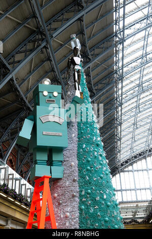 Tiffany & Co Christmas tree and robot in the shopping mall area at St Pancras International Railway Station in London UK  KATHY DEWITT - Stock Photo