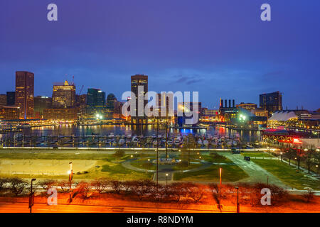 View on Baltimore skyline and Inner Harbor from Federal Hill at dusk - Stock Photo