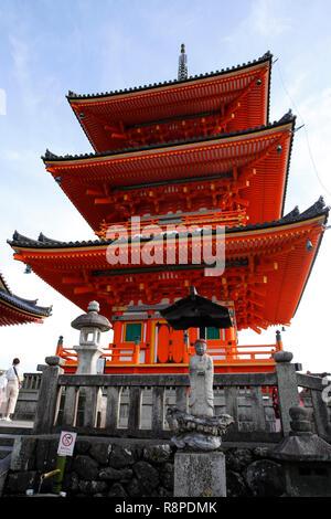 Kiyomizu-dera, Sanjunoto pagoda in Kyoto on the suuny spring day. Kiyomizu-dera Buddhist temple, Higashiyama, Japan. - Stock Photo
