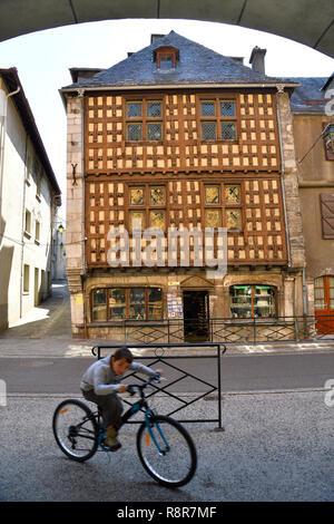 France, Hautes Pyrenees, Louron Valley, Arreau, Maison des Lys, 16th century house - Stock Photo