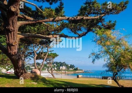 France, Cotes d'Armor, Perros-Guirec, Trestraou beach - Stock Photo