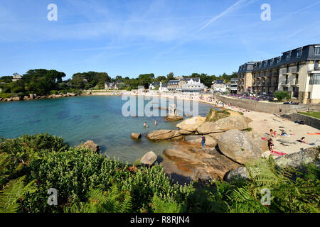 France, Cotes d'Armor, Perros Guirec, Ploumanac'h, Pink Granite coast (cote de Granit Rose), the oratory of Saint Guirec on the Saint Guirec beach - Stock Photo