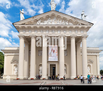 Vilnius Cathederal (Cathedral Basilica of St Stanislaus and St Ladislaus), Cathedral Square (Arkikatedros Aikštė), Vilnius, Lithuania - Stock Photo