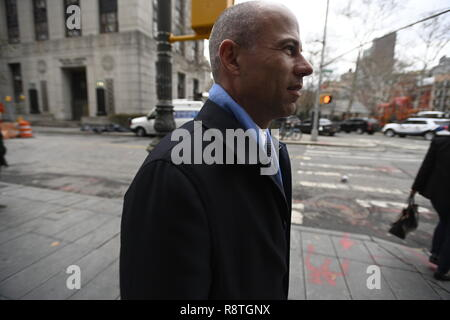 New York, USA. 17th Dec, 2018. New York, U.S., 17 December 2018 Michael Avenatti, one of Statue of Liberty climber Patricia Okoumou's attorneys, returns to court following a lunch break during Okoumou's trial on misdemeanor charges of trespassing, disorderly conduct, and interfering with the functioning of government for her act of civil disobedience on July 4. Okoumou climbed the base of the statue to protest against Trump administration immigration policies. Credit: Joseph Reid/Alamy Live News - Stock Photo