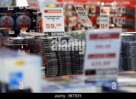 10 December 2018, North Rhine-Westphalia, Köln: Signs in a market of the retail chain 'Saturn' refer to offers. Photo: Henning Kaiser/dpa - Stock Photo