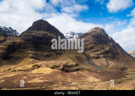 Three sisters, leading into the hidden valley in Glencoe, Scottish Highlands. - Stock Photo