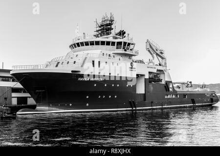 Offshore AHTS anchor handling tug supply vessel Havila Jupiter alongside in Bergen, Norway. - Stock Photo