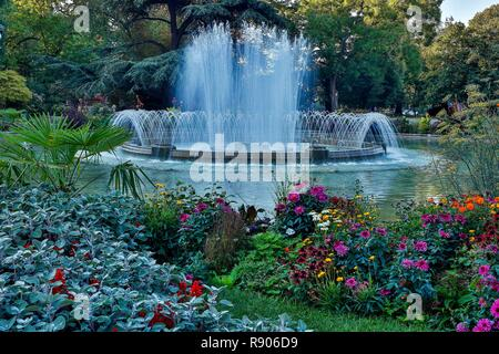 France, Haute-Garonne, Toulouse, listed at Great Tourist Sites in Midi-Pyrenees, Grand-Rond square, view of the garden and the spring fountain - Stock Photo