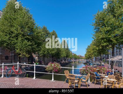 Cafe on Nonnenbrug on the Rapenburg Canal with the University to the left, Leiden, Zuid-Holland (South Holland), Netherlands - Stock Photo