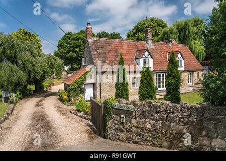 A cottage in the countryside near Corsham, Wiltshire, England. - Stock Photo
