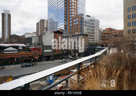 The High Line running parallel to the 10th Avenue. Chelsea, Manhattan, New York City, United States of America. - Stock Photo