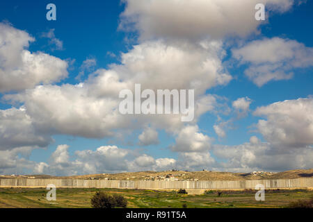 Concrete Separation wall between Israel and Palestine in the west bank - Stock Photo