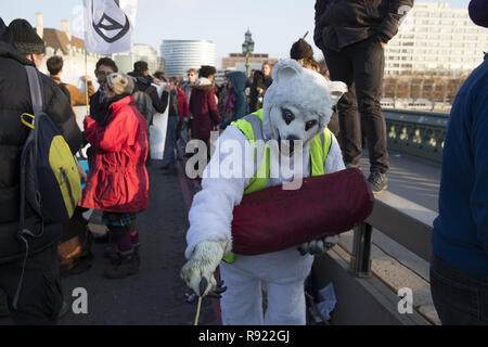'Extinction Rebellion' protestors gather for a sit in at the Blackfriars, Waterloo, Westminster, Lambeth and Southwark bridges to urge politicians to take action on climate change  Featuring: Atmosphere Where: London, United Kingdom When: 17 Nov 2018 Credit: Luke Hannaford/WENN - Stock Photo