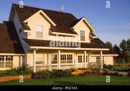 Large suburban home has welcoming front porch, Davis, California, USA - Stock Photo