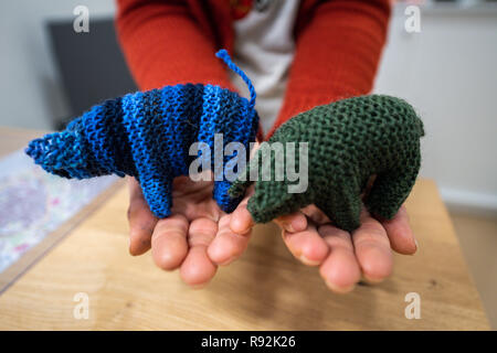 Oldenburg, Germany. 18th Dec, 2018. A woman is holding small wool piglets called Kohlfietjes in her hands. Senior women in a housing project produce these by hand. (to dpa 'From Steckenpferd to Löwenhelm - this is how Niedersachsen markets itself' from 19.12.2018) Credit: Mohssen Assanimoghaddam/dpa/Alamy Live News - Stock Photo