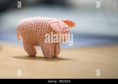 Oldenburg, Germany. 18th Dec, 2018. A view of a small piglet called Kohlfietjes. Senior women in a housing project produce these by hand. (to dpa 'From Steckenpferd to Löwenhelm - this is how Niedersachsen markets itself' from 19.12.2018) Credit: Mohssen Assanimoghaddam/dpa/Alamy Live News - Stock Photo
