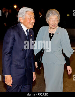 Tokyo, Japan. 31st Oct, 2014. Japanese Emperor Akihito and Empress Michiko leave after a concert at the Okura Hotel in Tokyo, Japan, 31 October 2014. The Dutch King and Queen are in Japan for an three day state visit from 29 till 31 October. Credit: Patrick van Katwijk/NETHERLANDS AND FRANCE OUT NO WIRE SERVICE |/dpa/Alamy Live News - Stock Photo