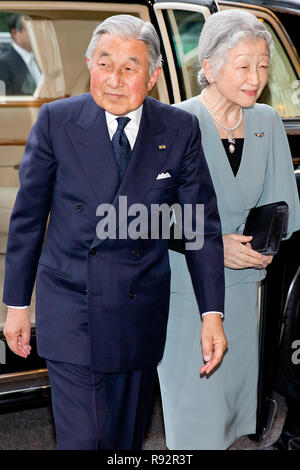 Tokyo, Japan. 31st Oct, 2014. Japanese Emperor Akihito and Empress Michiko arrive for a concert at the Okura Hotel in Tokyo, Japan, 31 October 2014. The Dutch King and Queen are in Japan for an three day state visit from 29 till 31 October. Credit: Patrick van Katwijk/NETHERLANDS AND FRANCE OUT NO WIRE SERVICE |/dpa/Alamy Live News - Stock Photo