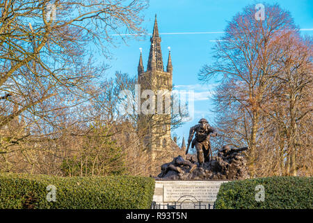 Looking over a war memorial to the University go Glasgow with its piers in the distance - Stock Photo