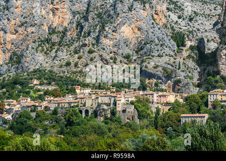 View over the Notre-Dame-de-Beauvoir chapel and the village Moustiers-Sainte-Marie, Alpes-de-Haute-Provence, Provence-Alpes-Côte d'Azur, France - Stock Photo