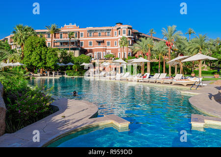 Old Cataract Hotel, is a historic British colonial-era 5-star luxury resort hotel located on the banks of the River Nile in Aswan, Egypt - Stock Photo