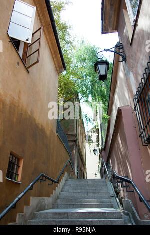 Kamienne Schodki (stone steps) narrow street in Warsaw old town (Poland). - Stock Photo