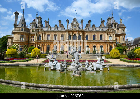 Feast Weekend at Waddesdon Manor, Aylesbury, Buckinghamshire. UK. Entertainment in the gardens. - Stock Photo
