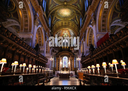 London, UK. 19th Dec, 2018. General view of the interior of St Paul's Cathedral.In December, the Choristers of St Paul's will sing to more than 20,000 people across a series of services and concerts. It is estimated that on the 23rd, 24th and 25th of December alone, more than 10,000 people will come through the doors of St Paul's for Christmas services. Credit: Dinendra Haria/SOPA Images/ZUMA Wire/Alamy Live News - Stock Photo