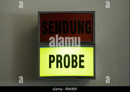 Mainz, Germany. 31st Aug, 2018. A light sign in front of the studio indicates the current test run. The Second German Television (ZDF) is one of the largest public broadcasters in Europe with its headquarters in Mainz, the capital of Rhineland-Palatinate. Credit: Andreas Arnold/dpa/Alamy Live News - Stock Photo