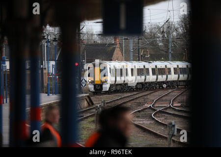Kings Lynn, UK. 20th Dec, 2018. The train carrying HM Queen Elizabeth II arrives at Kings Lynn, at the start of her annual Christmas holiday at Sandringham, Norfolk. It is not uncommon for the Monarch to use public transport when she travels to Kings Lynn. HM Queen Elizabeth II arrives at Kings Lynn by train at Kings Lynn, Norfolk, UK, on December 20, 2018. Credit: Paul Marriott/Alamy Live News - Stock Photo