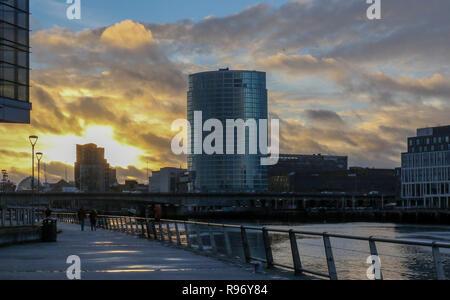 Titanic Quarter, Belfast, Northern Ireland. 20 December 2018. UK weather - lower temperatures with late sunshine and showers in Belfast. Late- winter sunshine over Belfast. Credit: David Hunter/Alamy Live News. - Stock Photo