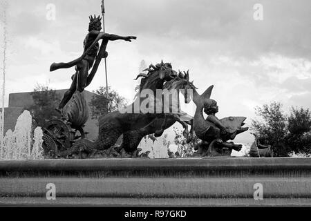 MONTERREY, NL/MEXICO - NOV 10, 2003: Neptuno fountain at the Macroplaza - Stock Photo