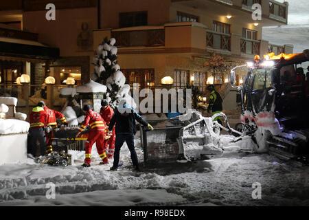16 January 2016 - Hinterglemm, Austria: Rescue paramedic team moves injured after accident skier from ratrack machine into ambulance. Ski resort emerg - Stock Photo