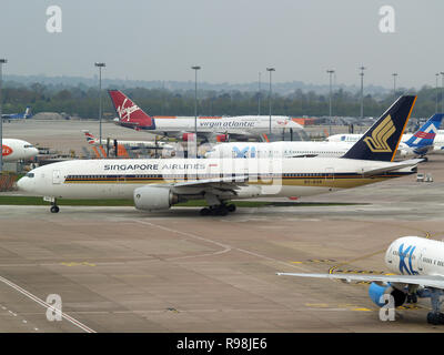 Singapore Airlines Boeing 777 9V-SVA Manchester 2007 - Stock Photo