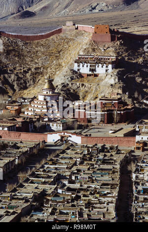 Gyantse, Shigatse Prefecture, Tibet Autonomous Region, China : Overview of Palcho Monastery or Pelkor Chode Monastery mostly built during the 15th cen - Stock Photo
