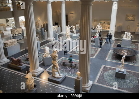 Leon Levy and Shelby White Court Provides Dramatic Centerpiece for Display of the Metropolitan's World-Renowned Classical Art Collection. Greek and Roman Art collection officially opened in 2007. - Stock Photo