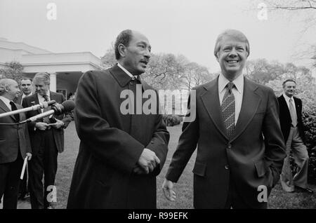 President Jimmy Carter and Egyptian President Anwar Sadat at the White House, Washington, D.C.. 1977 Apr. 5 - Stock Photo